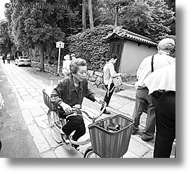 images/Asia/Japan/People/Women/old-woman-biking.jpg