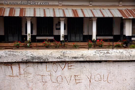 wallpaper graffiti love. wallpaper graffiti love.