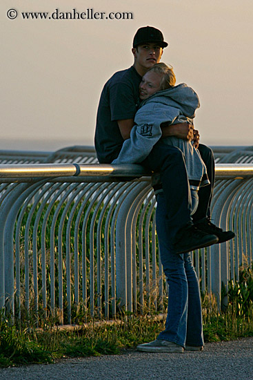 http://www.danheller.com/images/California/SantaCruz/People/teenage-couple-on-railing-1-big.jpg