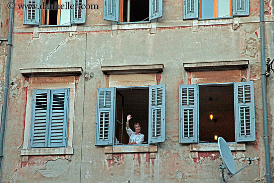 http://www.danheller.com/images/Europe/Croatia/Rovinj/People/woman-waving-from-window-big.jpg