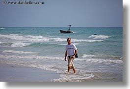 beaches, europe, horizontal, italy, nello, nello de libero, people, puglia, tour guides, tourists, photograph