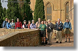 europe, groups, horizontal, italy, people, pienza, tourists, tours, towns, tuscany, photograph