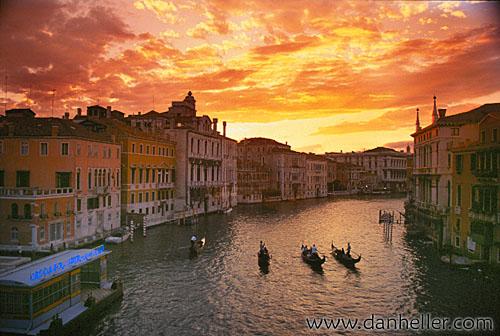 http://www.danheller.com/images/Europe/Italy/Venice/GrandCanal/g-canal03-big.jpg