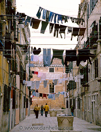 http://www.danheller.com/images/Europe/Italy/Venice/Laundry/laundry28-big.jpg
