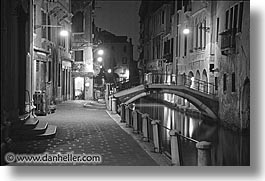 black and white, europe, horizontal, italy, nite, sidewalks, venecia, venezia, venice, photograph
