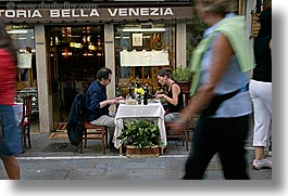 couples, diners, europe, horizontal, italy, outdoors, people, venecia, venezia, venice, photograph