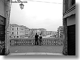 black and white, europe, horizontal, italy, looking, over, people, rialto bridge, venecia, venezia, venice, photograph