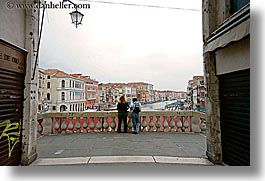 europe, horizontal, italy, looking, over, people, rialto bridge, venecia, venezia, venice, photograph