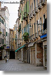 europe, italy, people, streets, venecia, venezia, venice, vertical, walking, photograph