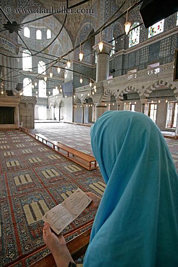 Muslim woman praying 3 big