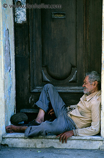 http://www.danheller.com/images/LatinAmerica/Cuba/People/Men/homeless-man-3-big.jpg