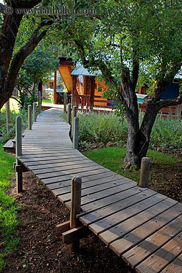 Building A Plank Walkway : Raised wood walkway