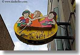 alleys, america, arts, cartoon, horizontal, north america, pacific northwest, people, pike place, posts, seattle, signs, united states, washington, western usa, womens, photograph